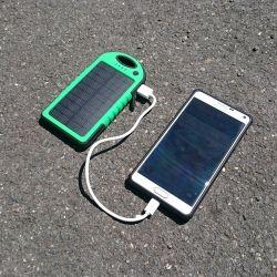 Batería y cargador solar impermeable - 5000 mAh