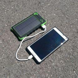Batería y cargador solar impermeable - 8000 mAh